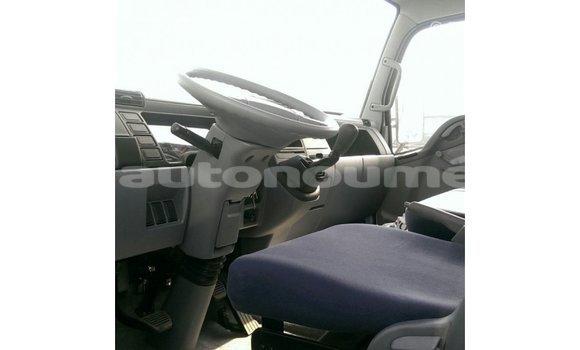 Acheter Importé Voiture Mitsubishi Carisma Blanc à Import - Dubai, Iles