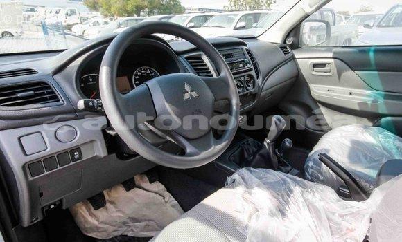 Acheter Importé Voiture Mitsubishi L200 Blanc à Import - Dubai, Iles