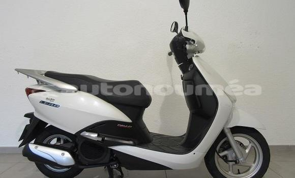 Medium with watermark honda scooters sud noumea 3324