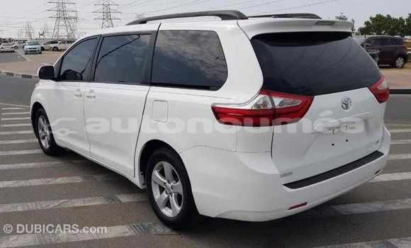 Acheter Importé Voiture Toyota Sienna Blanc à Import - Dubai, Iles