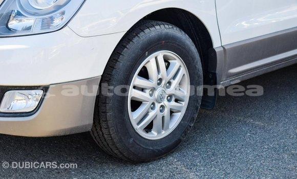 Acheter Importé Voiture Hyundai Accent Blanc à Import - Dubai, Iles