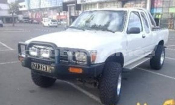 Acheter Occasion Voiture Toyota Hilux Blanc à Noumea, Sud